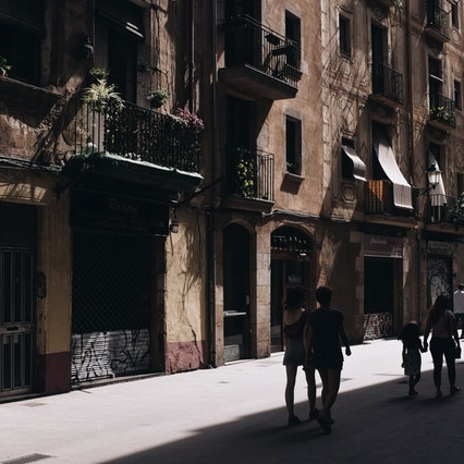 Jewish Quarter Barcelona Tour - We will discover the jewish Heritage in Barcelona visiting:👉One of the oldest synagogues in Europe👉Jewish houses and jewish influence in Barcelona.👉We will also visit the Gothic Quarter with the medieval palaces and roman culture.
