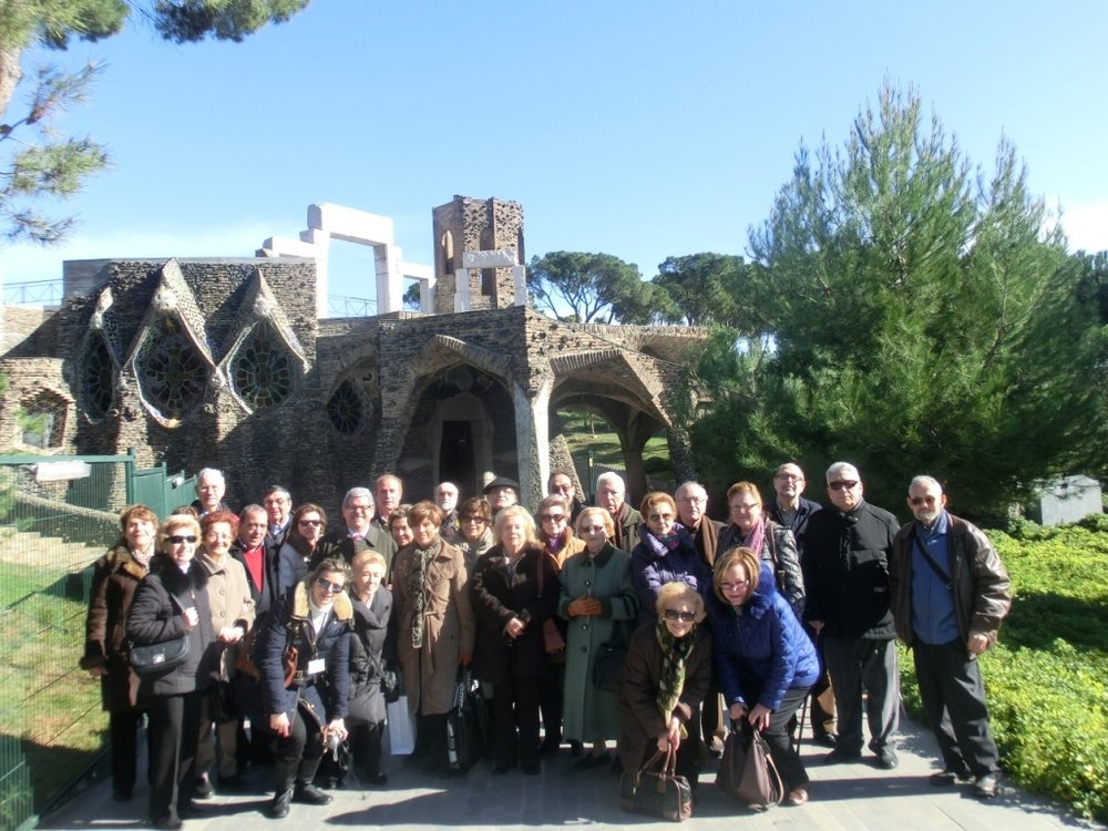 Güell Colony Tour (Gaudí) - 👉 Chauffeured Tour ( separate driver )Industrial Colony where the Count Güell had his factories and where Gaudí and other architects build houses for the workers, a school and a magnificent church . After driving and visiting the Güell Colony we will visit other buildings build by Gaudí in barcelona. 4 Hours tour.