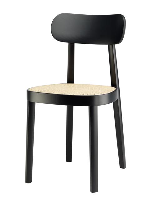 Comme troisième produit j'ai choisi de vous présenter la chaise 118 pour Thonet. Véritables icônes, les chaises des frères Thonet ont marqué le début du design. Ici, Sebastian Herkner a imaginé cette chaise d'une façon minimaliste et élégante, elle rappelle à la fois son histoire et s'intègre dans des espaces plus contemporains.
