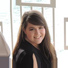 Tori_Cox_Website_ Designer-Headshot-2018.png