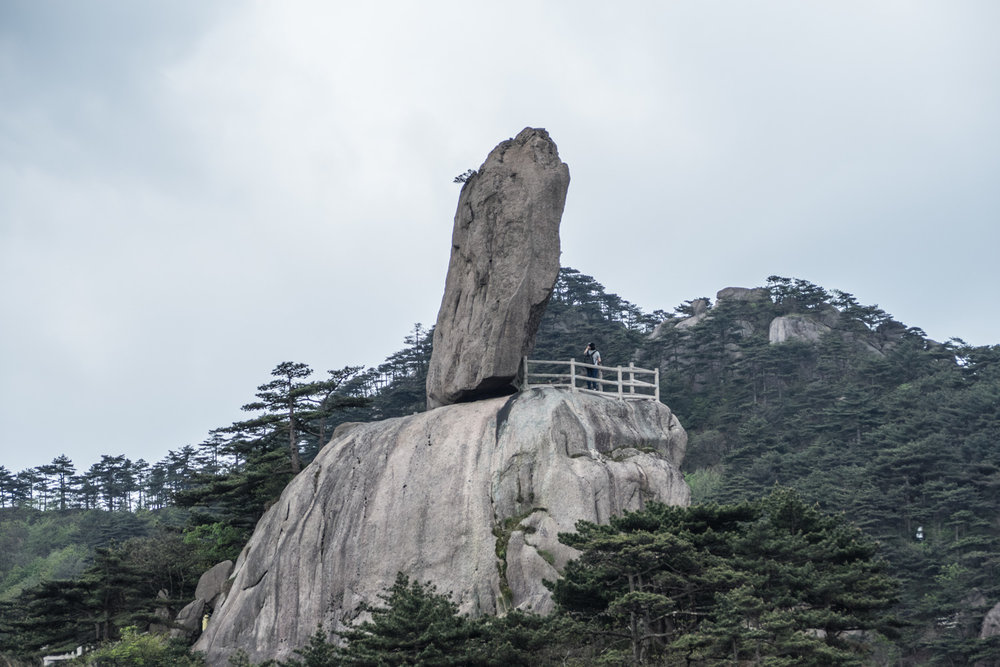 Flying rock (飛來石) is one of the most famous sites. It overlooks a tall sheer cliff. It is interesting to speculate how such a rock could come to this position naturally.