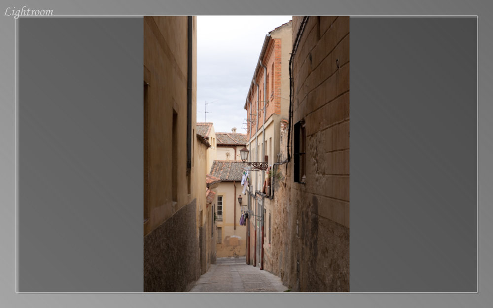 Narrow alleyway of Segovia