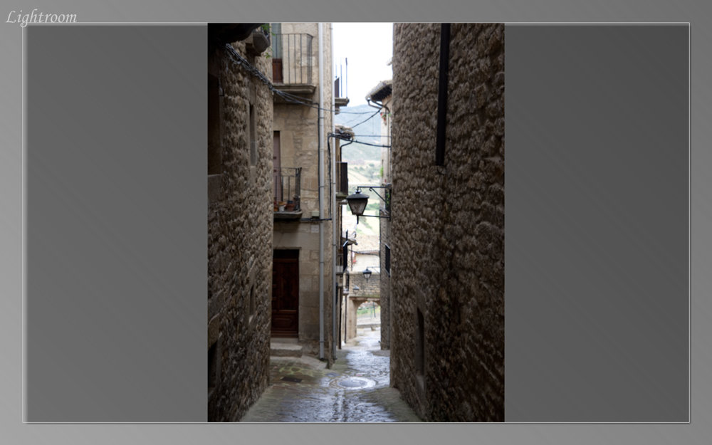 Narrow alleyways in Sos