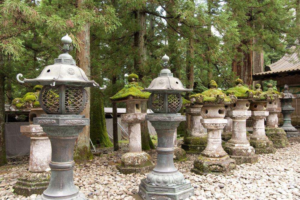 Stone lanterns at the Toshogu shrine