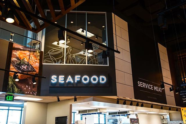 The seafood department we designed for Harmons Holladay Market is ultimately simple in its execution. It used only a few standout elements to create a statement. The large food photography with it's warm colors and textures is paired against a modern sans-serif typeface, and then a little fun is added to the design with a line illustration applied to the windows. ⠀⠀ ⠀ Harmons Holladay Market / Holladay, UT ____ #store #harmons #decor #interiordecor #interiordesign #decordesign #retaildesign #retaildecor #simple #elegant #sophisticated #brand