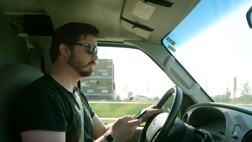 fleet-distracted-driving-driver-on-phone.png