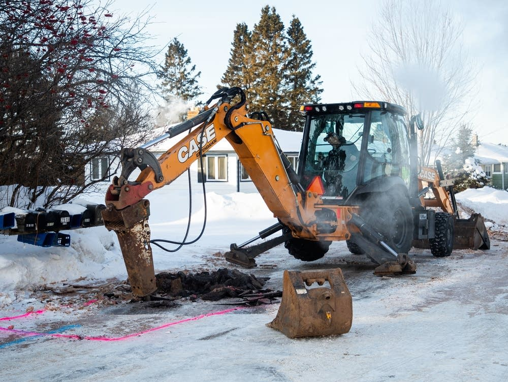 City of Duluth workers dig into Harvey Street Wednesday, Jan. 30, 2019, after a water pipe burst during temperatures around 30 below zero.  Derek Montgomery for MPR News
