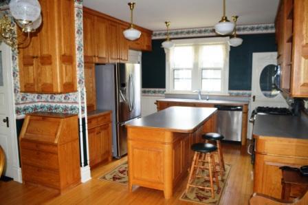 375 4th St SW Plv Kitchen.JPG