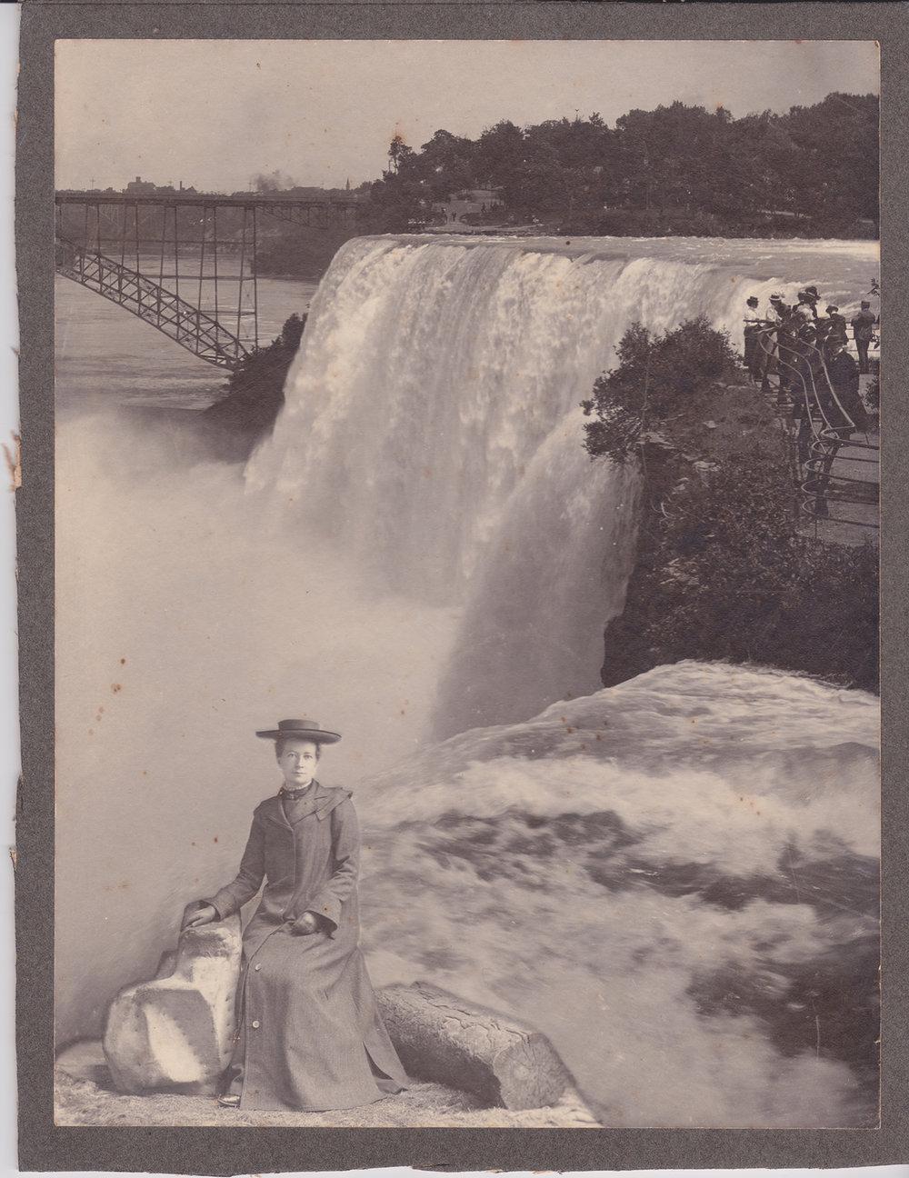 Bessie Niagara Falls small.jpg