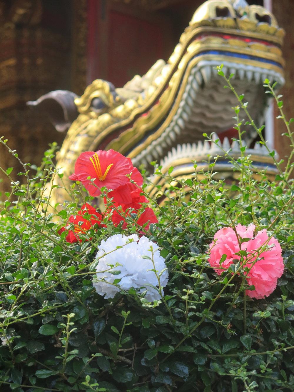 naga-guard-temple.jpg