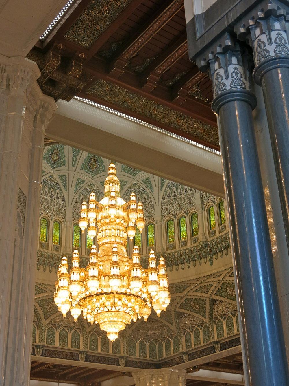 chandelier-sultan-qaboos-mosque-muscat.jpg