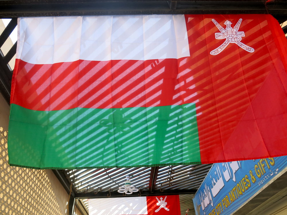 The Omani flag displays 2  Khanjar,  the traditional daggers