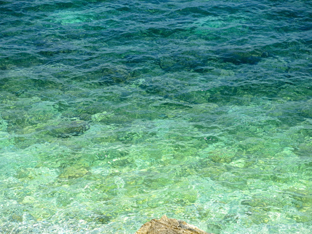 Refreshing turquoise sea behind the church of Piso Livadi