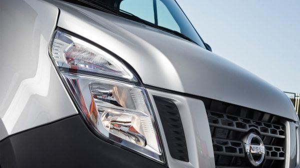 nv400-features-auto-dip-headlamps.jpg.ximg.l_6_m.smart.jpg