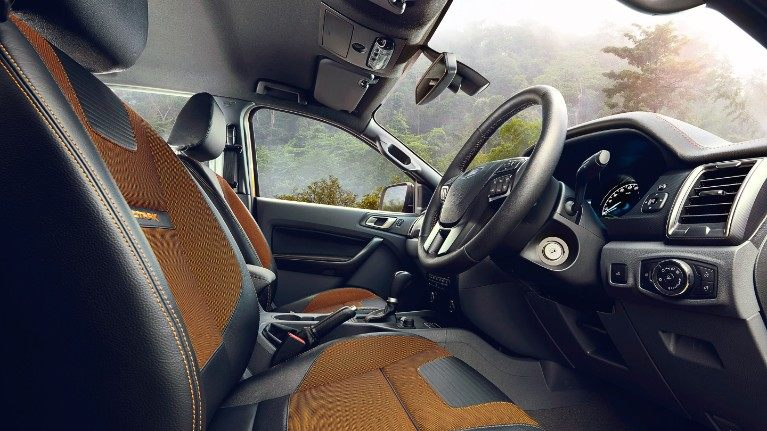 ford-ranger-eu-Driver-side-interior-final-16x9-2160x1215.jpg.renditions.small.jpeg