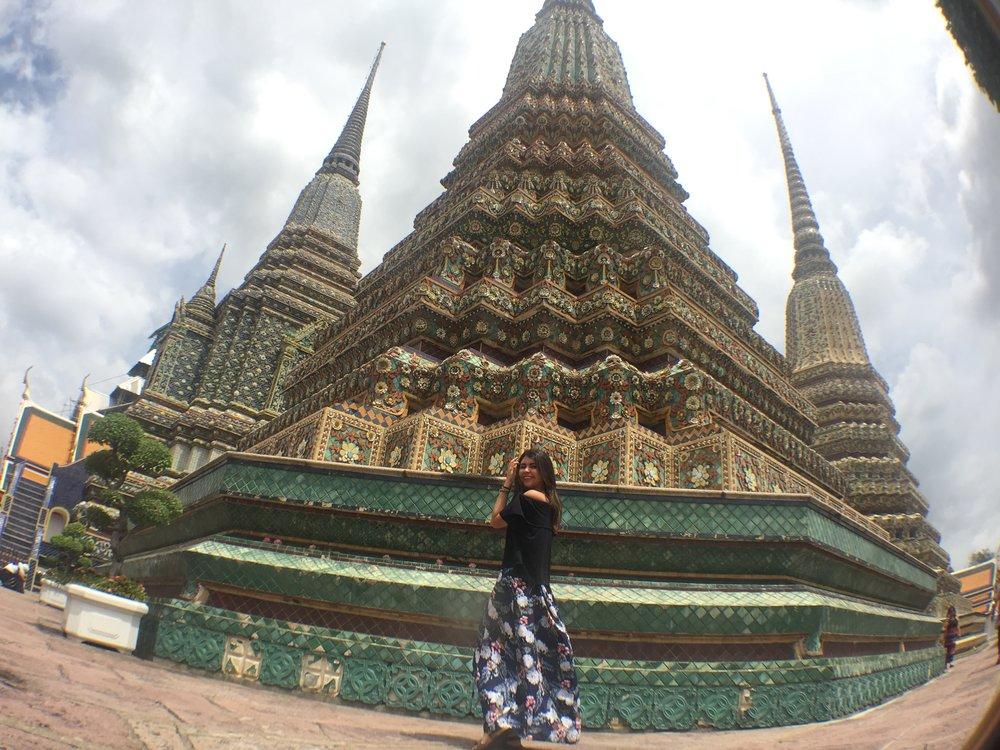 Bangkok - El Gran Palacio de Bangkok y Wat Arun se quedan cortos en fotos a comparación de persona.
