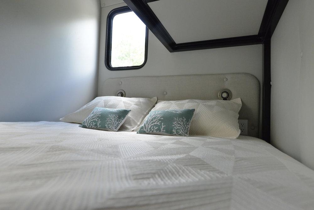 COMFY QUEEN BED -