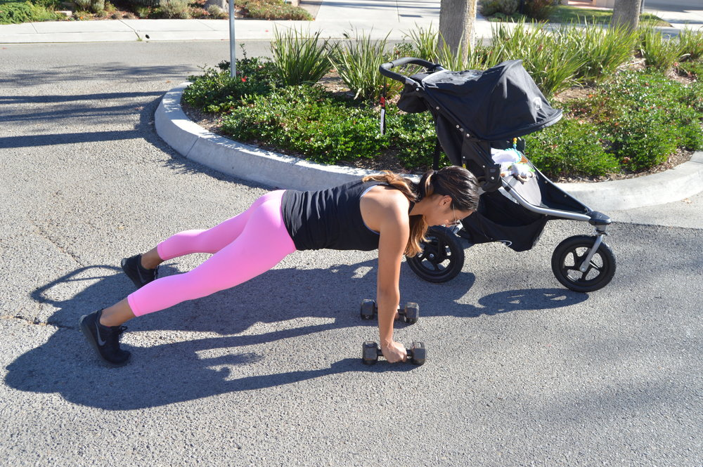 1a. Renegade rows (start)   Start in a plank position with your weights in your hand and your wrist below your shoulders.  * keep your body in one straight line and focus on keeping your core tight