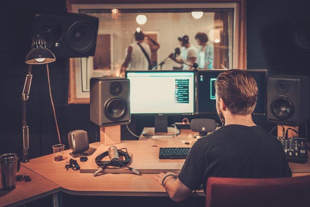 music-band-during-cd-recording-in-studio-PJ659HV.jpg