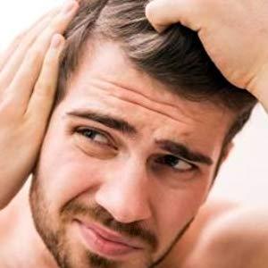 Perché abbiamo capelli secchi?   Il  sebo , il cui ruolo principale è quello di idratare e proteggere il cuoio capelluto,  in caso di capelli secchi non ha adempie più a questa funzione, ma favorisce irritazioni e prurito . Il capello perde, quindi, la sua elasticità, diventa più fragile ed è maggiormente esposto alla formazione di doppie punte.  Le cause principali possono essere  ormonali ,  l'inquinamento atmosferico  ma anche una vita frenetica e  un'alimentazione veloce e sregolata .