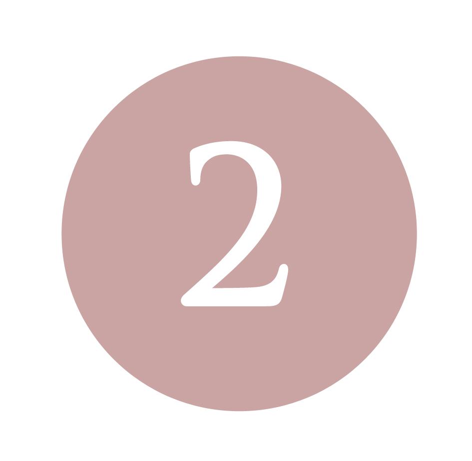 Applicare il Siero Acido Ialuronico e il Siero Occhi Bocca - Sul viso completamente asciutto, picchiettando con i polpastrelli applicare il Siero Acido Ialuronico. Sulla zona del Contorno Occhi e Labbra si consiglia di applicare il Siero Specifico Occhi Bocca. I sieri sono fondamentali per veicolare i Principi attivi della Crema che verrà applicata successivamente.
