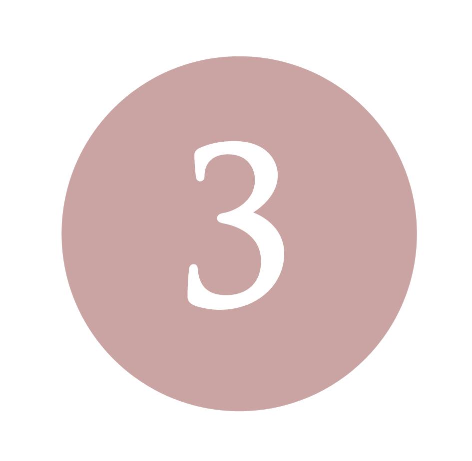 Applicare la Crema Pelli Grasse e la Crema Contorno Occhi - Applicare la Crema Pelli Grasse su viso e collo con piccoli movimenti circolatori dall'interno del viso verso l'estero. Nella zona del Contorno Occhi applicare la crema specifica pizzicando leggermente le palpebre. Ripetere l'applicazione mattina e sera.