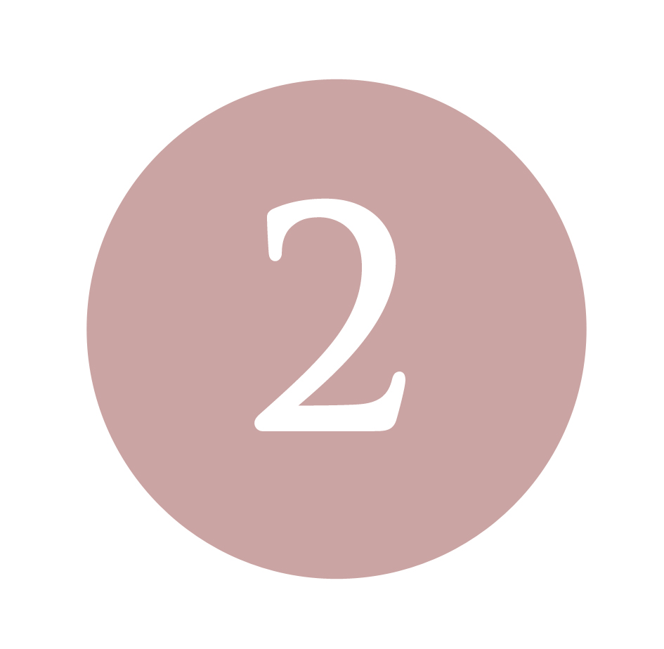 Applicare Il Siero Occhi Bocca - Sul viso completamente asciutto applicare il Siero Occhi Bocca picchiettando con i polpastrelli. La pelle del contorno occhi e labbra è più sottile del resto del viso e deve essere trattata con maggiore delicatezza. I sieri sono fondamentali per veicolare i Principi attivi della Crema che verrà applicata successivamente. Si consiglia di applicare il Siero due volta al giorno mattina e sera.