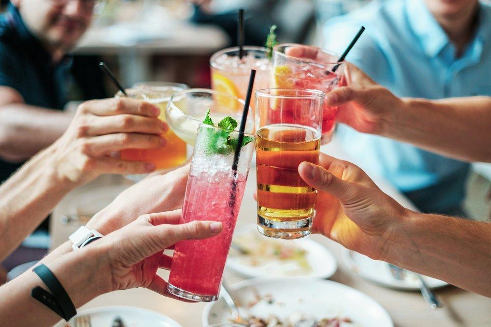 L'alcool disidrata la pelle! Un consiglio: prediligete il vino ai superalcolici… -