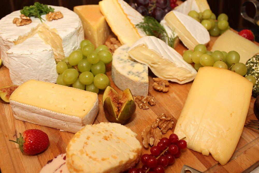 La leucina, un amminoacido presente nel formaggio, stimola infatti la comparsa di questo inestetismo. -