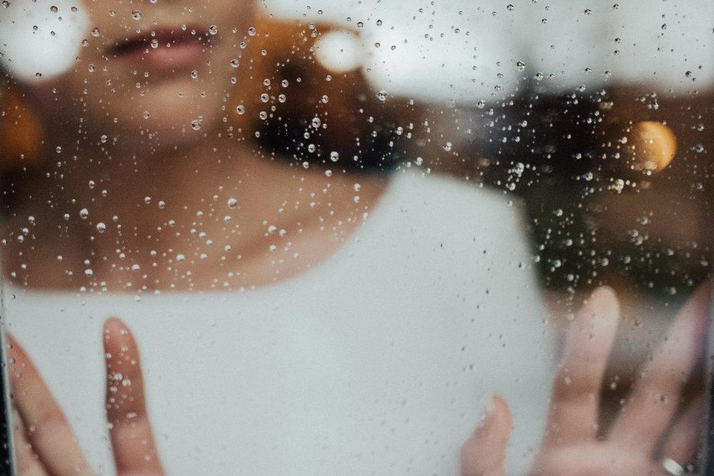 Percepire le labbra particolarmente secchepotrebbe essere correlato proprio a uno stato di disidratazione - Il problema va risolto al più presto perché in assenza di un adeguato quantitativo di saliva i batteri provenienti dai resti alimentari proliferano, dando luogo ad alito cattivo, carie e gengiviti.