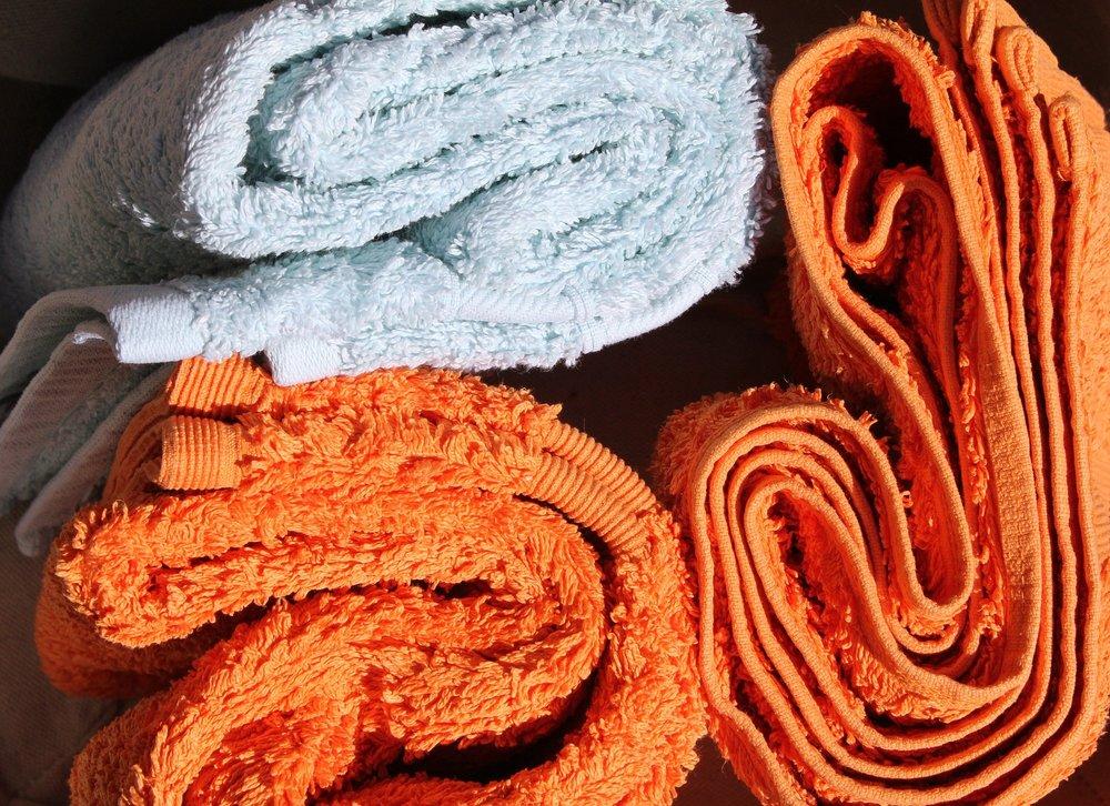 Usate sempre l'asciugamano! - Fate però attenzione a non strofinare continuamente l'asciugamano sulla pelle. Per evitare irritazioni, infatti, è meglio tamponare delicatamente.