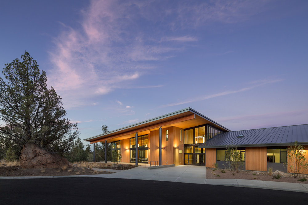 Cascades Academy / Hennebery Eddy Architects