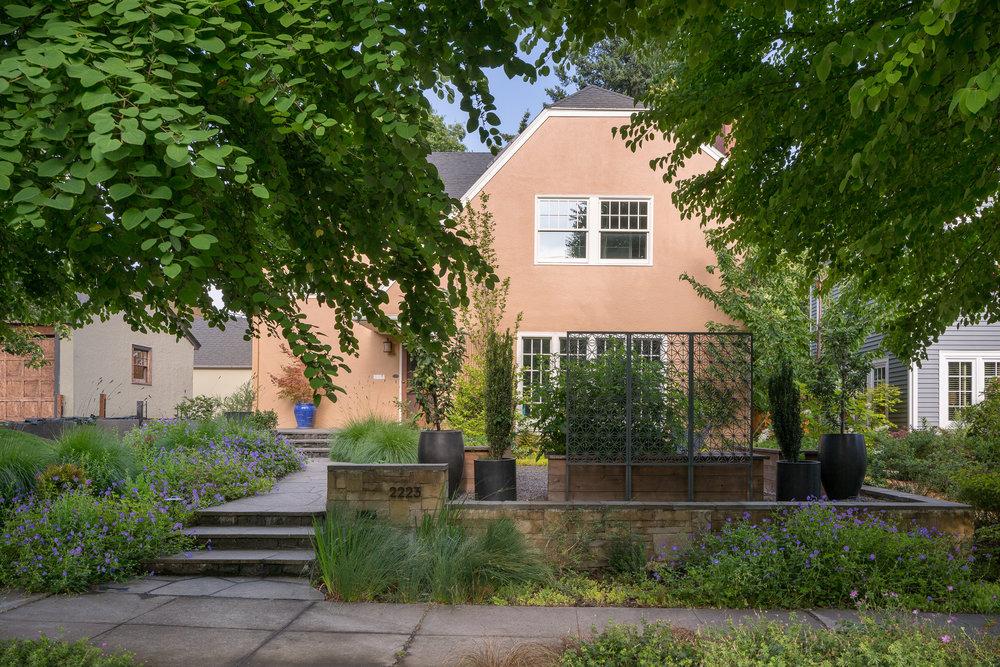Stone & Schroeder Residences / RBKLA