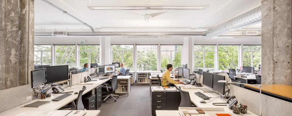 HEA-Office-JoshPartee-1623-workstations.jpg