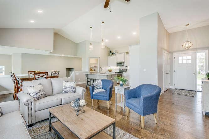 4315 N Ridge Port St Wichita-small-007-15-Living Room-666x445-72dpi.jpg