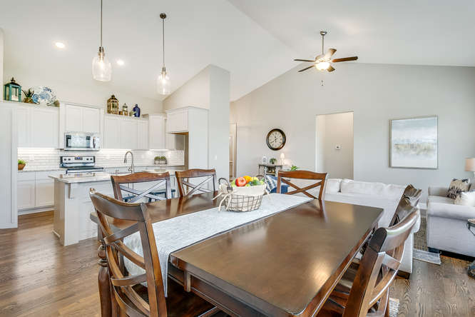 4315 N Ridge Port St Wichita-small-009-2-Dining Room-666x445-72dpi.jpg