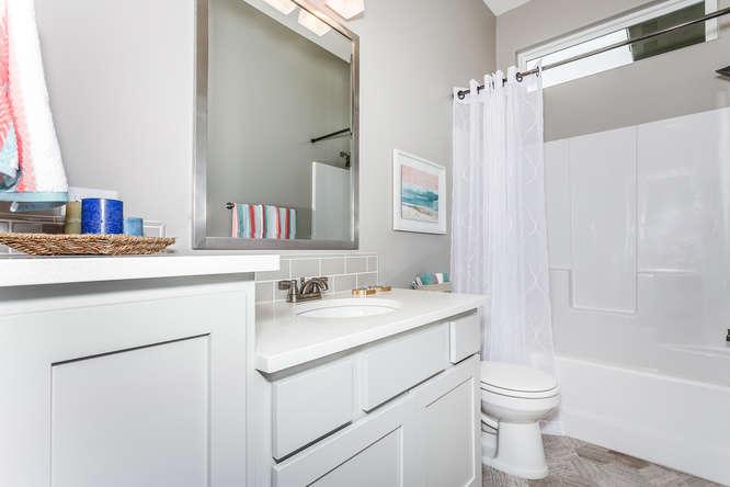 4315 N Ridge Port St Wichita-small-023-22-Bathroom-666x445-72dpi.jpg