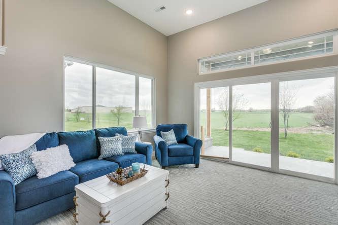 4315 N Ridge Port St Wichita-small-024-27-Family Room-666x445-72dpi.jpg