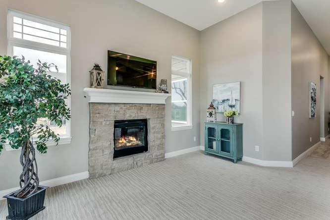 4315 N Ridge Port St Wichita-small-025-38-Family Room-666x445-72dpi.jpg