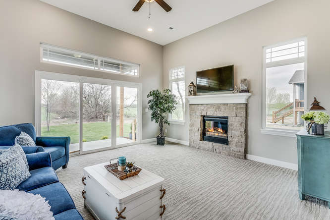 4315 N Ridge Port St Wichita-small-027-18-Family Room-666x445-72dpi.jpg
