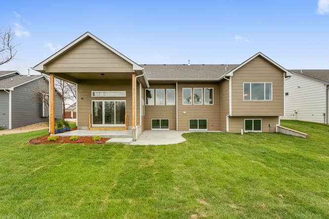 4315 N Ridge Port St Wichita-small-038-28-Rear Exterior-666x445-72dpi.jpg