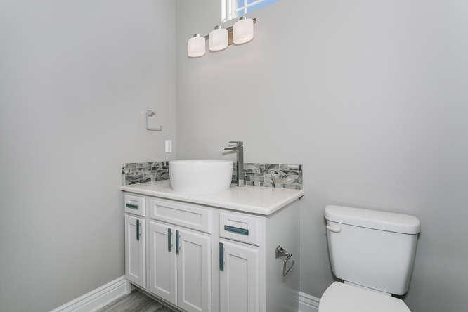 6009 Driftwood Wichita KS-small-016-17-Bathroom-666x445-72dpi.jpg