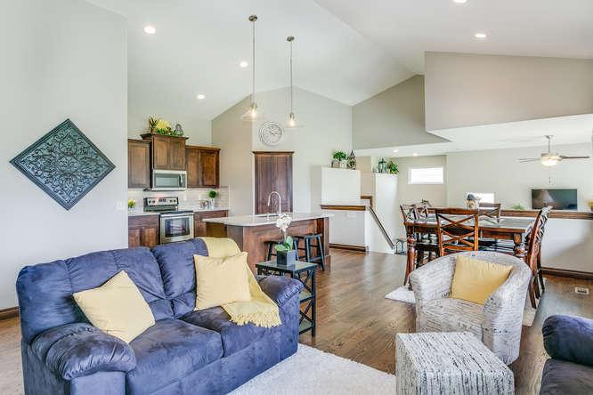 4312 N Ridge Port St Wichita-small-007-4-Living Room-666x445-72dpi.jpg
