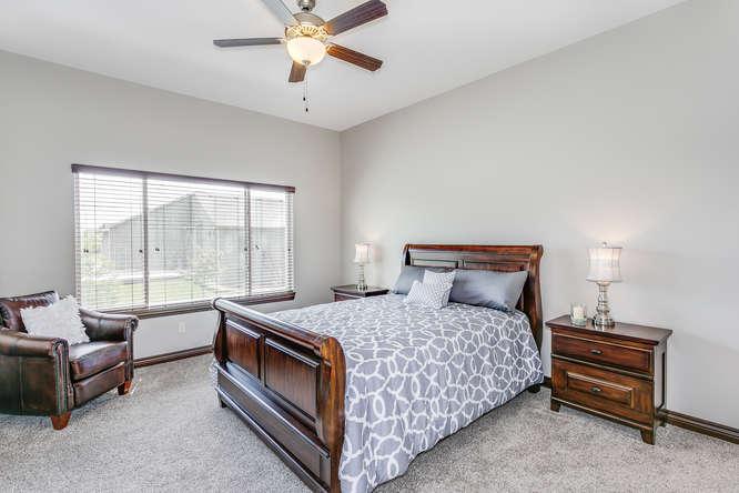 4312 N Ridge Port St Wichita-small-013-13-Master Bedroom-666x445-72dpi.jpg