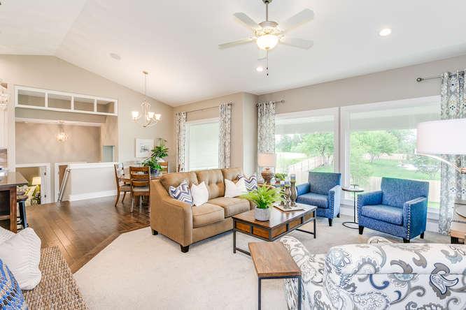 4316 N Ridge Port St Wichita-small-005-14-Living Room-666x445-72dpi.jpg