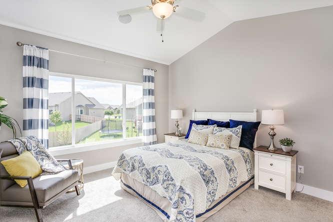 4316 N Ridge Port St Wichita-small-015-15-Master Bedroom-666x445-72dpi.jpg