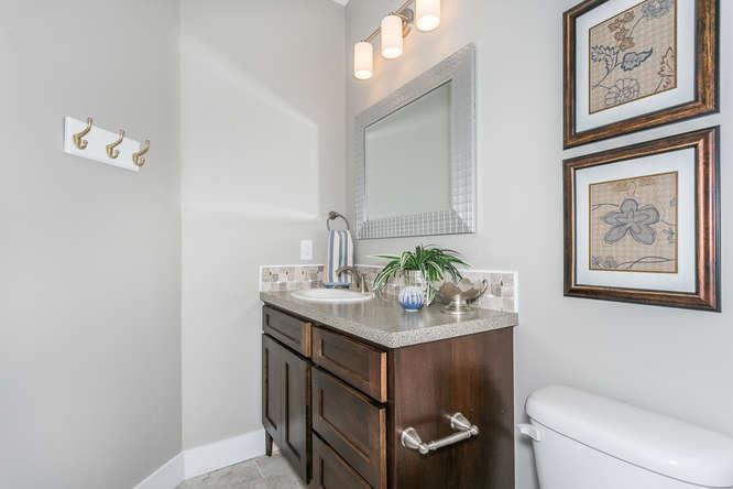 4316 N Ridge Port St Wichita-small-020-25-Bathroom-666x445-72dpi.jpg