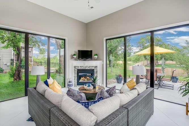 4316 N Ridge Port St Wichita-small-022-35-IndoorOutdoor Sitting Room-666x445-72dpi.jpg