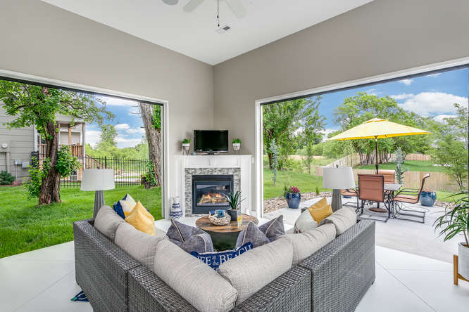 4316 N Ridge Port St Wichita-small-023-18-IndoorOutdoor Sitting Room-666x445-72dpi.jpg