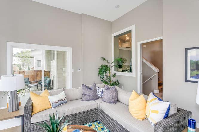 4316 N Ridge Port St Wichita-small-024-3-IndoorOutdoor Sitting Room-666x445-72dpi.jpg